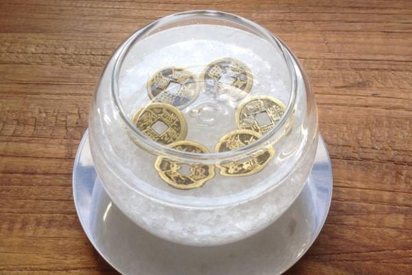Соль вода монеты