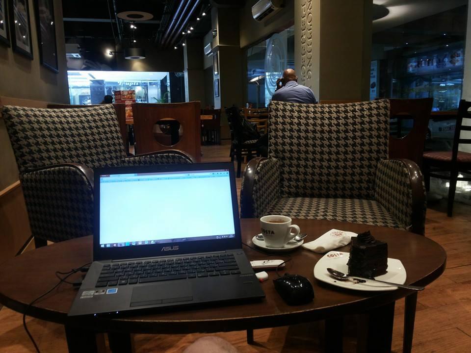 Это мое любимое место работы. Пожалуй, самое атмосферное в Бомбее.